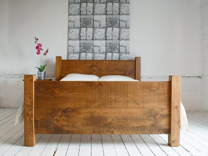 H&F Plank Bed