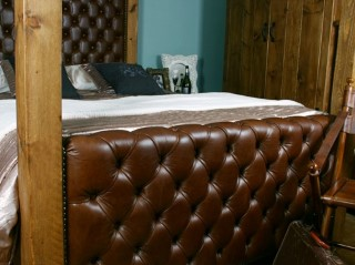 H&F Plank Boutique 4 Poster Bed Leather