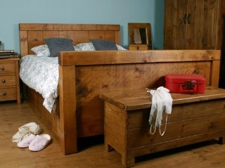 H&F Plank Post Bed