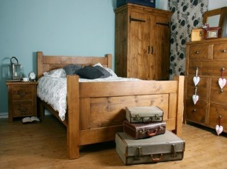 H&F Plank Shaker Bed